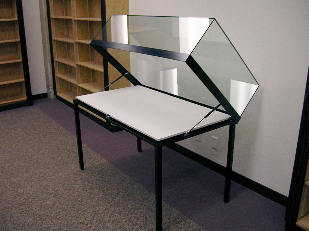 Beau Table Case With Steel Legs